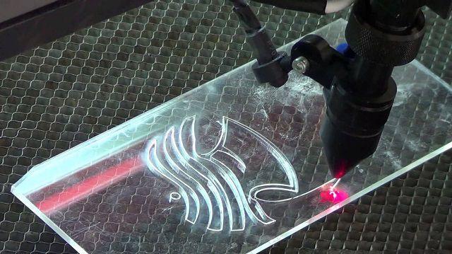 Cắt laser trực tiếp lên các sản phẩm làm từ mica