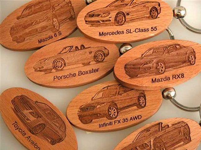 Cắt laser trên gỗ theo hình ảnh và thương hiệu của công ty