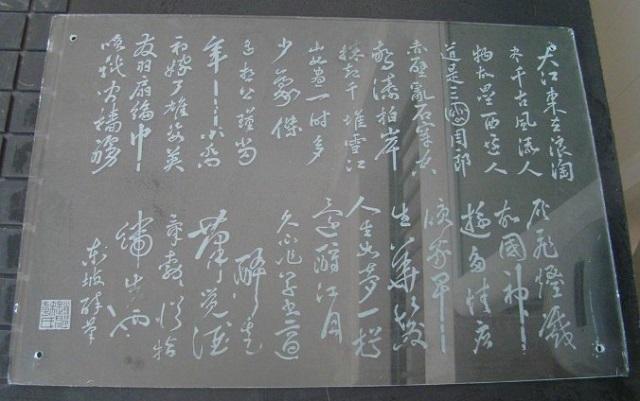 Dịch vụ khắc chữ lên kính uy tín tại Hà Nội