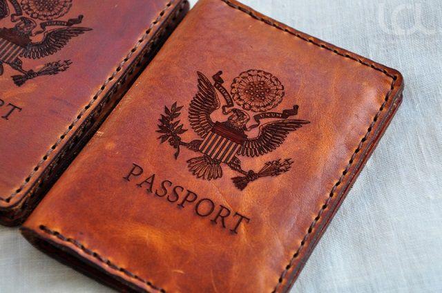In khắc laser trên da để làm passport