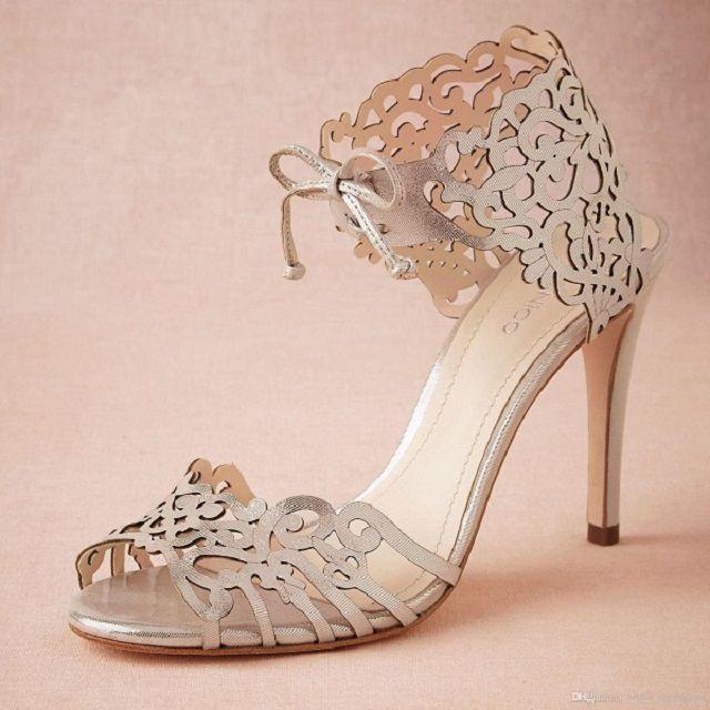 Công nghệ khắc laser lên giày rất được ưa chuộng trên thị trường hiện nay