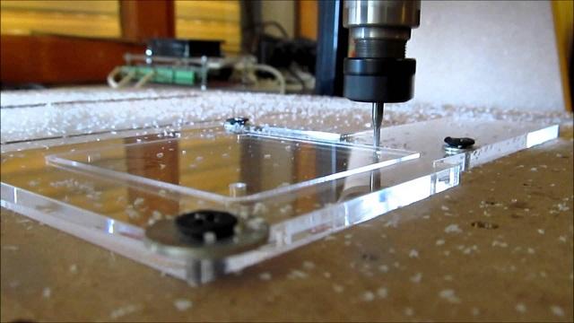 Khắc laser trên mica chính xác đến từng chi tiết