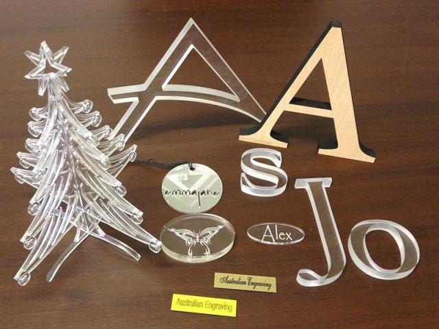 Cắt chữ nhựa Acrylic bằng công nghệ laser theo yêu cầu giá rẻ