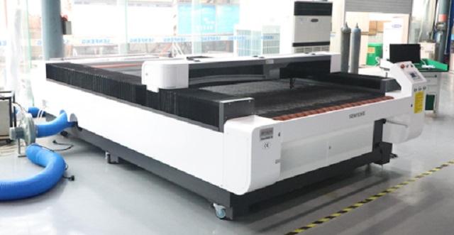 Quy trình gia công sản phẩm bằng máy cắt laser vải tại Minh Phú