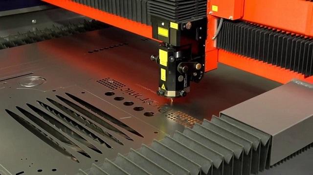 Phương pháp cắt và khắc laser trên nhôm vô cùng tinh xảo và đẹp mắt
