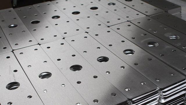 Chuẩn bị vật liệu đầy đủ trước khi thực hiện phương pháp cắt laser trên nhôm