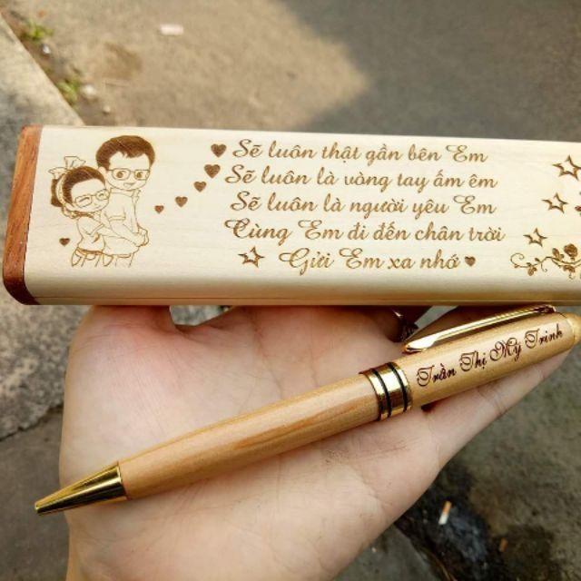 Khắc chữ và hình ảnh lên bút gỗ làm quà tặng, kỉ niệm
