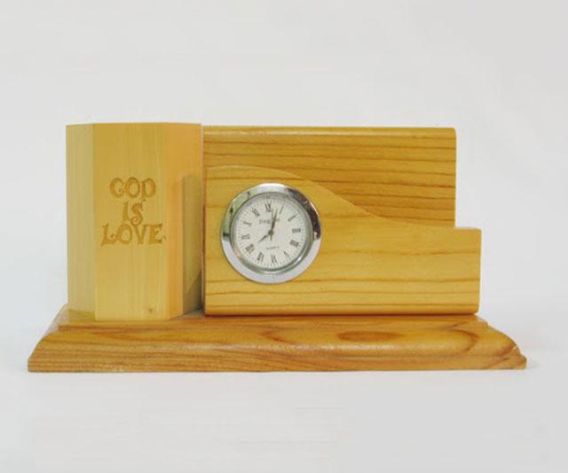 Khắc laser lên đồng hồ làm quà tặng