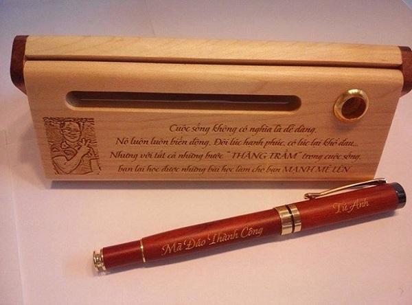 Bút gỗ khắc tên bằng gỗ quý, hiếm
