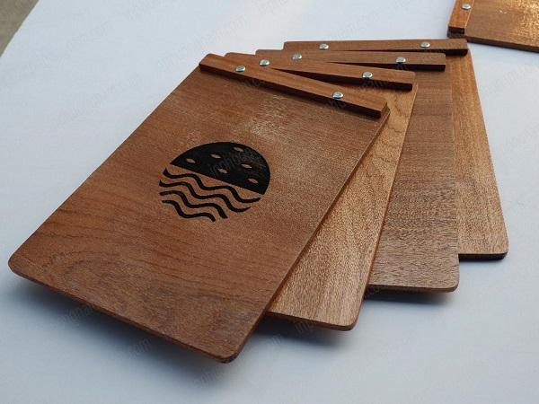 Mẫu menu gỗ cho khách sạn khu nghĩ dưỡng