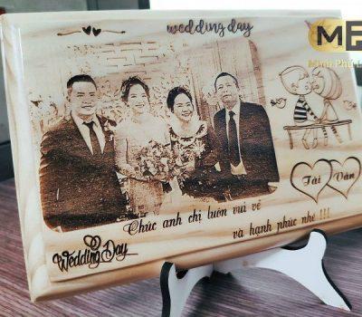 Khắc tranh gỗ từ ảnh đám cưới