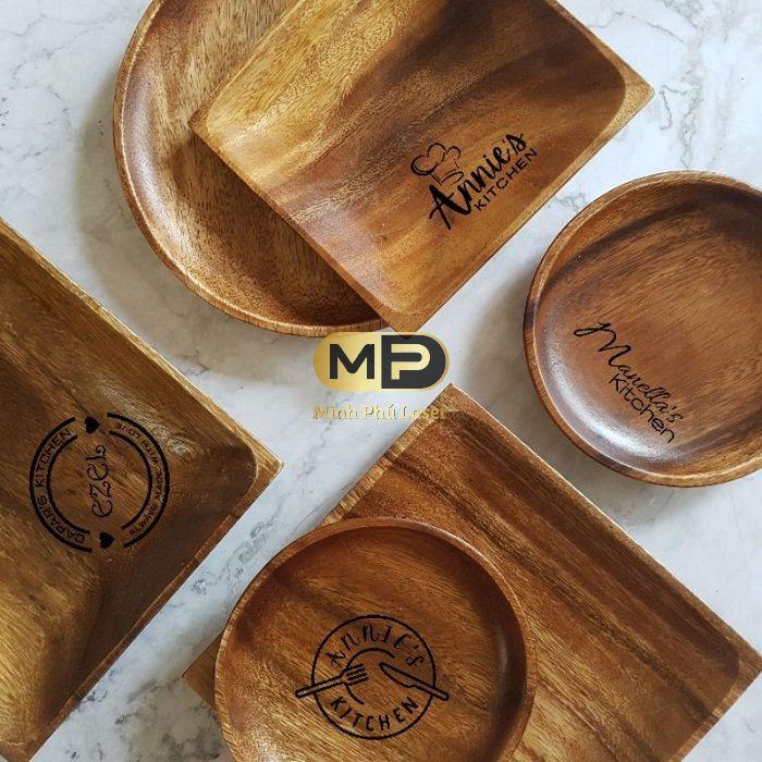 Sản phẩm khắc logo lên gỗ của Minh Phú laser